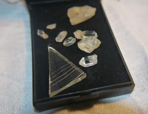 Kristaller med rispad spegel